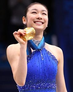Kim Yu-Na of South Korea celebrates winning the gold medal in the Ladies Free Skating during the medal ceremony on day 14 of the 2010 Vancouver Winter Olympics at Pacific Coliseum on February 2010 in Vancouver, Canada. Vancouver Winter, Carolina Kostner, Skating Pictures, 2010 Winter Olympics, Olympic Flame, Olympics Opening Ceremony, Kim Yuna, Pyeongchang 2018 Winter Olympics, Figure Skating Costumes