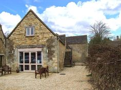 Greyhound Barn, Barnsley, Gloucestershire, England, Sleeps 16, Bedrooms 8, Self-Catering Holiday Cottage, Pet Friendly.