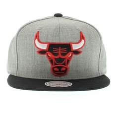 27c0ac327d770 Chicago Bulls NBA Hardwood Classic XL Logo 2-Tone Snapback Hat by Mitchell    Ness