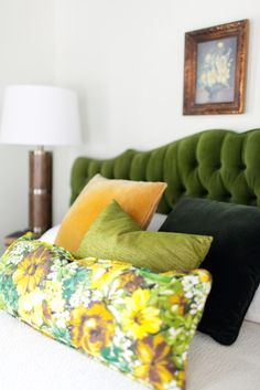 Swooning over that green tufted headboard and floral pillow. Green Headboard, Floral Pillows, Throw Pillows, Guest Rooms, Tack, Claire, Modern, Nest, Bedrooms