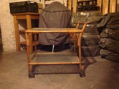 Smukt gammelt barbord - kan også bruges som sofabo, Meget smukt rullebord, Smukt gammelt, barbord, rullebord eller sofabord - fin stand, skal blot tørres over med en klud.