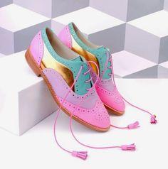 Ces chaussures ? Moi aussi j'ai craqué sur des shoes partiellement glitter. C'était le mois dernier. Avec ce style de chaussures, il faut impérativement anticiper sa journée. On évitera…