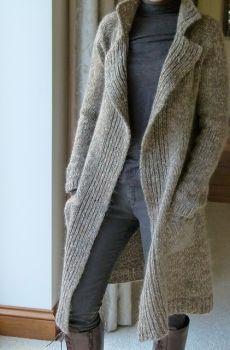 Классическое пальто из твида Polar регланом сверху спицами без швов