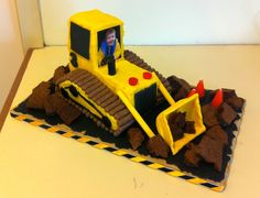 My three year-old is mad about anything construction related, so for his birthday I decided to make him a bulldozer cake. Digger Birthday Cake, Digger Cake, Truck Birthday Cakes, Digger Party, Tractor Birthday, Cake Decorating Techniques, Cake Decorating Tips, Construction Theme Cake, Construction Birthday