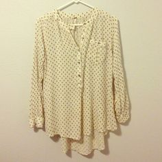 Free people shirt Gorgeous Flowey High Low Free People Shirt. Size small. Creme with black and blue print. 100% rayon. Really soft and airy. Free People Tops Button Down Shirts