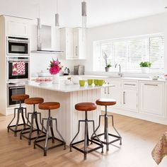 Integrate an island into your kitchen