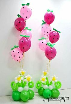 Sweet Strawberry balloon centerpieces Beautiful decoration for a summer party or Strawberry Shortcake fan Design brought to you by Balloon Flowers, Balloon Bouquet, Balloon Balloon, First Birthday Parties, First Birthdays, Ballon Arrangement, Deco Ballon, Party Mottos, Strawberry Shortcake Birthday