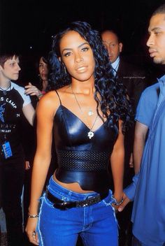 R.I.P Aaliyah; most beautiful girl ever. And i love that curly hairr ♥