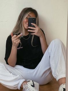 See more of lauandamelissa's content on VSCO. Tomboy Outfits, Cute Comfy Outfits, Tomboy Fashion, Teenager Outfits, Look Fashion, Outfits For Teens, New Outfits, Trendy Outfits, Girl Fashion