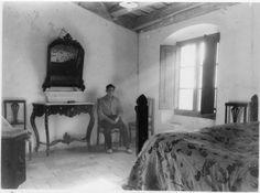 Vivenda de pescador. Habitació del núm. 2 de la Carretera de Canet de Mar ( Barcelona ). Vivenda del patró Gerardo Rementel. 1942. Autor desconegut. 26002F MMB