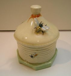 Delightful Crown Devon Honey Pot in excellent condition with no cracks or chips-