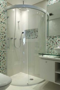 small bathroom love the shower and the tile. Mais