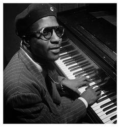 Thelonious Sphere Monk (* 10. Oktober 1917 in Rocky Mount, North Carolina; † 17. Februar 1982 in Weehawken, New Jersey) war ein US-afroamerikanischer Jazz-Musiker, Komponist