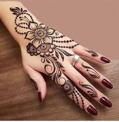 Mehndi henna designs are always searchable by Pakistani women and girls. Women, girls and also kids apply henna on their hands, feet and also on neck to look more gorgeous and traditional. Latest Arabic Mehndi Designs, Wedding Mehndi Designs, Mehndi Design Images, Beautiful Mehndi Design, Latest Mehndi Designs, Mehndi Designs For Hands, Henna Tattoo Designs, Henna Tatoos, Henna Mehndi