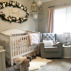 Girl Nursery Ideas - Bring your infant girl house to a cute as well as functional nursery. Here are some child girl nursery design ideas for all of your style, bedding, and also furniture . Baby Bedroom, Baby Room Decor, Kids Bedroom, Baby Rooms, Kids Rooms, Home Decor Instagram, Baby Nursery Neutral, Small Baby Nursery, Flower Nursery