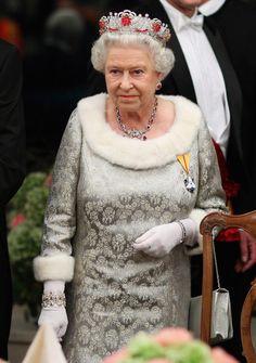 akingdomofroses:  Queen Elizabeth wearing the Burmese Ruby Tiara