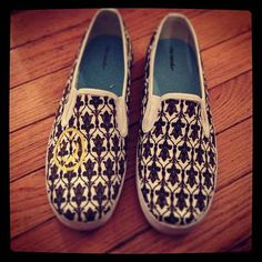 If the above wallpaper is too expensive, try these awesome shoes for $70.