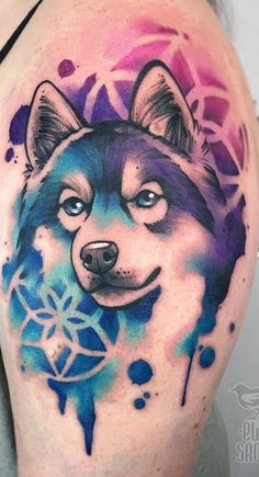 What is a watercolor tattoo and what are the pros and cons of watercolor tattoos? Undoubtedly this style is one of the most spectacular forms of body art. Wolf Tattoo Back, Small Wolf Tattoo, Wolf Tattoo Sleeve, Wolf Tattoos, Animal Tattoos, Sexy Tattoos, Cute Tattoos, Eagle Tattoos, Tattoo Femeninos