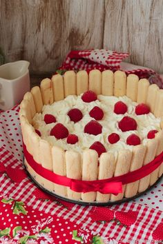 Tarta helada de chocolate blanco y fresas
