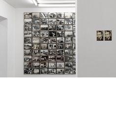 """Christian Boltanski, """"L'album de la famille D"""", 1971, coll. IAC/Frac Rhône-Alpes et Oriol Vilanova, """"entre guillemets"""", diptyque de cartes postales, 2015, vue d'exposition Aurélien Mole"""