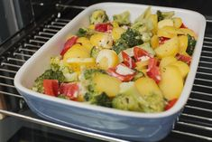 Bunter Zucchini Auflauf schmeckt nicht nur Vegetarier Potato Salad, Potatoes, Ethnic Recipes, Food, Zucchini Cobbler, Moussaka Recipe, Souffle Dish, Vegetarian, Healthy Food