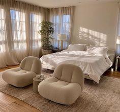 Room Ideas Bedroom, Home Bedroom, Bedroom Inspo, Korean Bedroom Ideas, 1980s Bedroom, Airy Bedroom, Hotel Bedroom Decor, Mirrored Bedroom, Master Bedroom