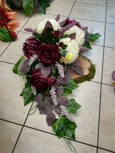 made by Teresa Rycerz-Kętrzyn Funeral Flower Arrangements, Christmas Arrangements, Beautiful Flower Arrangements, Floral Arrangements, Beautiful Flowers, Christmas Centerpieces, Beautiful Pictures, Grave Flowers, Cemetery Flowers