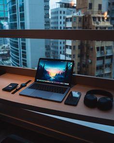 We've compiled the best office desk setup ideas and ergonomic desk setups for you! Pc Setup, Room Setup, Gamer Setup, Home Office Setup, Home Office Design, Office Table, Office Decor, Computer Desk Setup, Computer Laptop