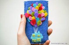 Aprenda a fazer passo a passo uma linda capa de celular em feltro. Fica linda e é super simples de fazer, você vai adorar.