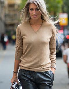 #SarahHarris Les pantalons en cuir on dit oui, oui et re-oui!