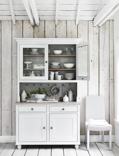 The kitchen cabinet is in the kitchen not just for its functions but also for its looks. Take a good look at your kitchen cabinet. Kitchen Dresser Ikea, Dining Room Dresser, Best Kitchen Cabinets, Layout Design, Dresser Styling, Refurbished Dressers, Country House Interior, Country Homes, French Interior