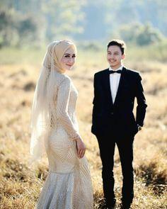 Korean Wedding Photography, Cute Photography, Illustrated Wedding Invitations, Pre Wedding Poses, Muslim Couples, Cristiano, Kebaya, Wedding Venues, Studios