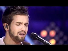 Spanish singer Pablo Alboran and portuguese talent Carminho performing a very beautiful song