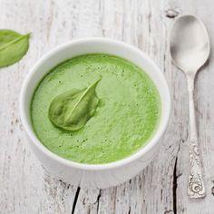 Vor zwei Wochen haben wir einen Beitrag zum Vitamin-C-Lieferant Spinat gepostet. Jetzt gibt es dazu auch noch ein Rezept für eine cremige Spinatsuppe!  Wie immer - wo auch sonst? - auf unserem Blog! ➡ #linkinbio #blog #rezept #spinat #spinatsuppe #vitaminc #lecker #gesund #gesundessen #gesundleben