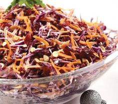 ensalada de col morada con zanahoria  http://cocinavital.mx/recetas/ensalada-de-col-morada-con-zanahoria/  ESPAÑA ( COL MORADA) ES LOMBARDA  EN VENEZUELA  SE CONOCE COMO REPOLLO MORADO