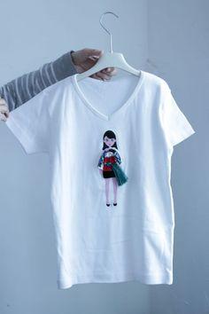 Дорогие друзья! Приглашаю на аукцион красивых футболок! Белые футболки 100 % хлопок. Футболки с куколками меняющими одежду; одежду для кукол можно купить на аукционе. Модная летняя одежда для девушек и девочек.…