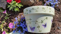 Terracotta Flower Pots, Clay Flower Pots, Clay Pots, Painted Plant Pots, Painted Flower Pots, Painted Vases, Painted Pebbles, Flower Pot Art, Butterfly Flowers