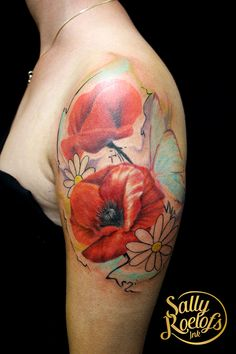 realistic watercolor inspired flower tattoo Flower Tattoo Back, Flower Tattoo Shoulder, Flower Tattoo Designs, Tattoo Sketches, Black Tattoos, Sally, Sleeve Tattoos, Tattoos For Guys, Watercolor Tattoo