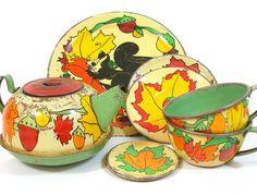~~RARE 30s Squirrel Tin Tea Set~~