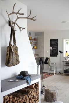 #methodcandles #firstimpressions firewood + antler hooks in the entry