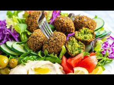 How to make delicious and crispy falafel at home rivaling your favorite restaurants. The recipe is straightforward, 100% plant-based (vegan), and the falafel tastes incredible.