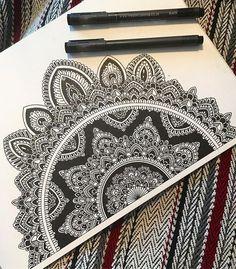 32 Ideas For Drawing Ilustration Design Ink Mandala Doodle, Mandala Art Lesson, Mandala Artwork, Mandala Painting, Doodle Art Drawing, Mandala Drawing, Drawing Sketches, Art Drawings, Mandala Sketch