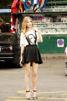 Falda y camisetas. Fotos street style Milan Fashion Week