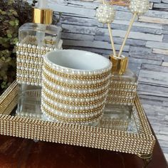 Resultado de imagem para kit para lavabo com bandeja Paper Organization, Makeup Organization, Mosaic Projects, Projects To Try, Bottles And Jars, Perfume Bottles, Diy And Crafts, Arts And Crafts, Flower Letters