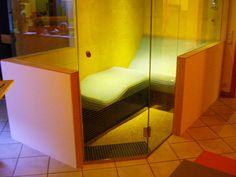 Steam shower with heated lounger inside, Dampfbad mit integrierter Dusche und beheizter Liege-Liegesitzkombination by SOLEUM