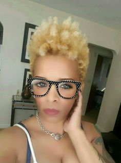 Short Sassy Hair, Short Hair Cuts, Pretty Hairstyles, Girl Hairstyles, Short Natural Styles, Tapered Natural Hair, Look 2018, Afro, Hair Designs