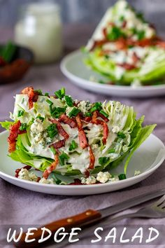 Easy Wedge Salad Recipe – Happy Foods Tube Wedge salad is one of the easiest salads to make! It's light, refreshing, crunchy and most importantly ready in 10 minutes. Serve it on its own or as a side with steak or grilled meats. Wedge Salad Recipes, Green Salad Recipes, Best Salad Recipes, Salad Recipes For Dinner, Salad Dressing Recipes, Drink Recipes, Delicious Recipes, Easy Salads To Make, Simple Salads