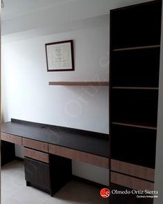 Mueble Diseñado y Fabricado A La Medida Cali, Colombia 🇨🇴   #mueblesamedida #mobiliariodemadera #mueblescali #diseñodemobiliario #mueblesmodernos #diseñodemuebles #hogarmoderno #amoblamientos #mueblesalamedida #estudio #salaestudio #escritorios #escritoriosdemadera Cali Colombia, Flat Screen, Custom Furniture, Home Furniture, Furniture Design, Modern Furniture, Shelving Brackets, Desks, Studio