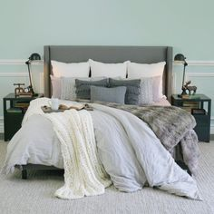 The Style Guide: How to Hygge in your Bedroom and Hack Your Duvet Tired of fighting to get the duvet cover over your comforter? Let this hack make your life way easier. Bedroom Decor For Women, Teen Bedroom Designs, Home Decor Bedroom, Diy Room Decor, Bedroom Ideas, Boho Living Room, Living Room Decor, Hygge, Small Room Bedroom