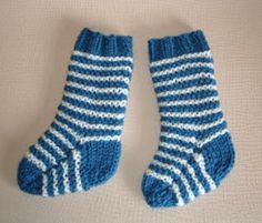 Two Needle Baby Socks | AllFreeKnitting.com
